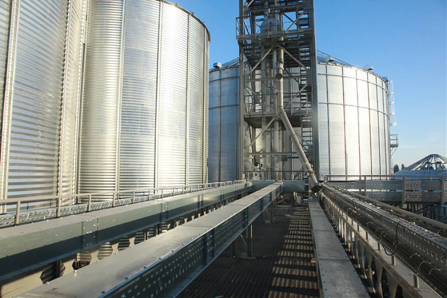 silo and conveyor